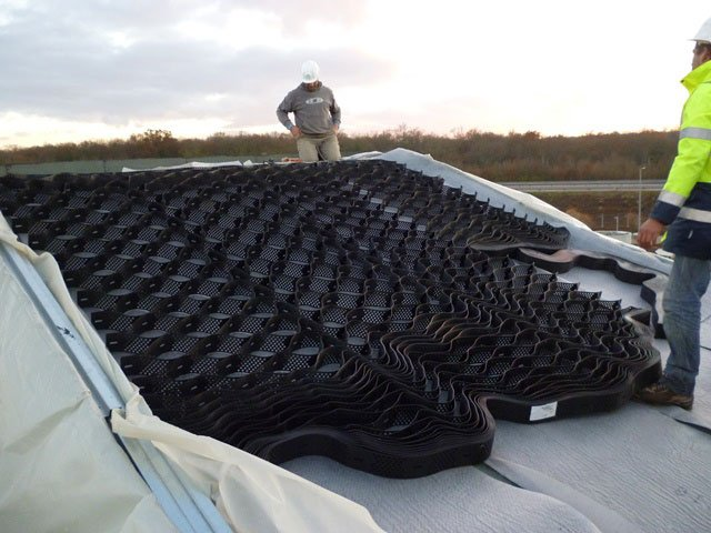 iD mat and MULTIFIX 3D anti-slip solution on an extremely steep roof