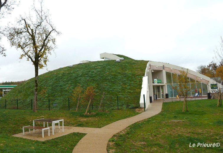 Steeply sloping green roof with i.D. MAT mat, Chateauvillain
