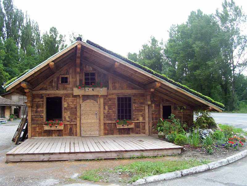 Steep Pitch Green Roof On Cottage Vegetal I D